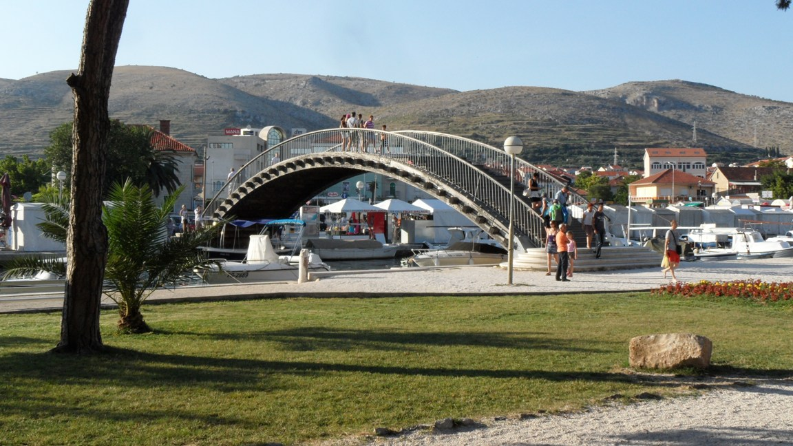 Footbridge to Trogir Island from parking